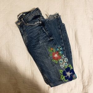 Embroidered jeans🌺